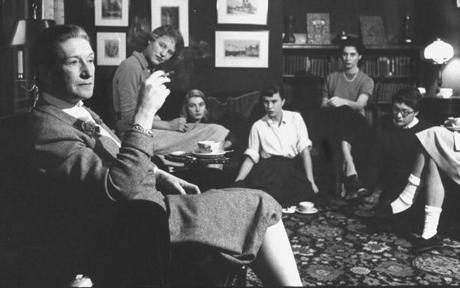 Elizabeth-Bowen_EStudiantesBryn College, Pennsylvania 1956